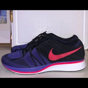 Nike Flyknit Trainers Size 10.5 Blk/Siren Red-Whte